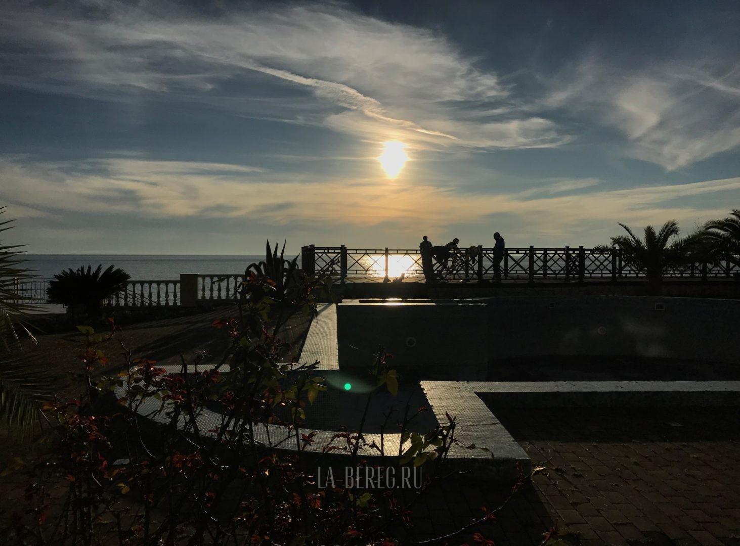 гостиницы в гаграх на берегу моря